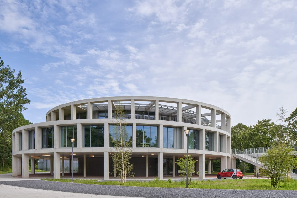 De voorkant van het Huis van Albrandswaard in Rhoon, ontworpen door Gortemaker Algra Feenstra