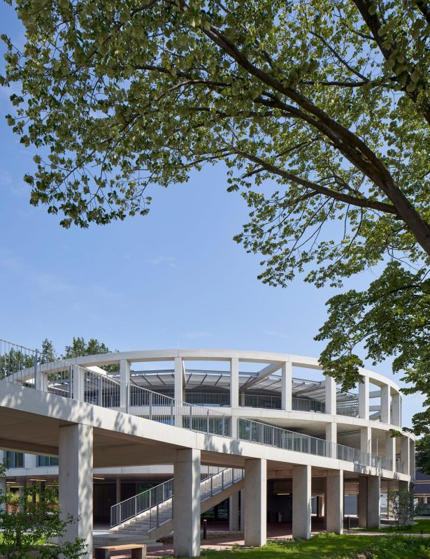 Huis van Albrandswaard in het groen, ontworpen door Gortemaker Algra Feenstra